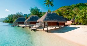 lagoon-bungalow-outside